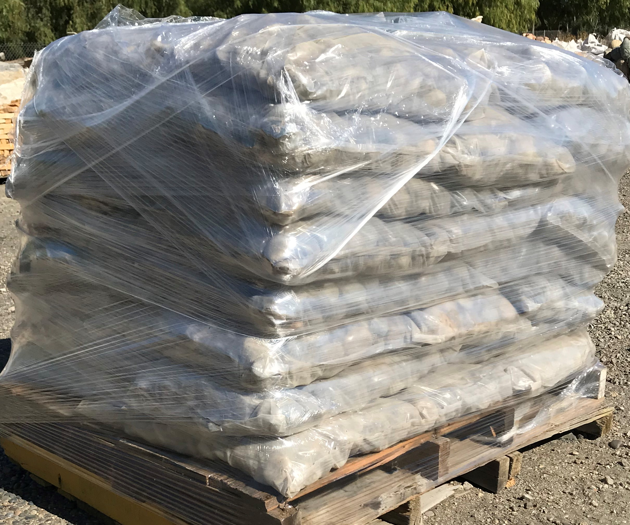 "75 lb bag pallet - Buff Beach Pebbles 1/2""-1"""