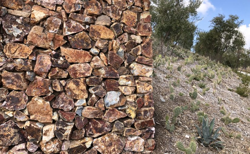 Baja Cresta Red Rubble Wall